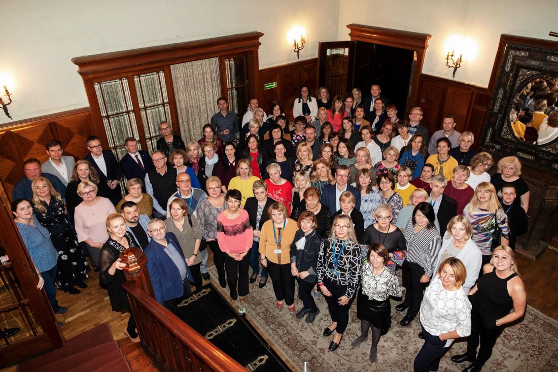 Członkowie Klubu Nauczyciela Historii podczas spotkania w Łodzi, 2019 r. - zdjęcie grupowe