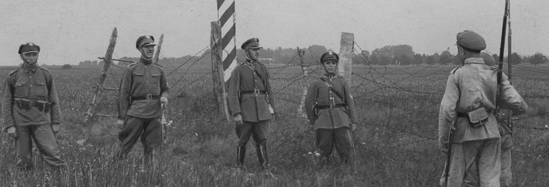 Żołnierze KOP-u na granicy polsko-sowieckiej, podczas spotkania z patrolem sowieckim.