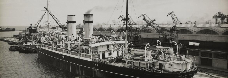 Statek SS Pułaski w porcie przy Dworcu Morskim. Gdynia, 1935 r.