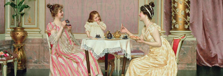 Obraz z XIX wieku przedstawiający elegancki salon, w którym przy stole zastawionym zastawą do herbaty siedzą dwie młode, ubrane w suknie kobiety i mała dziewczynka.